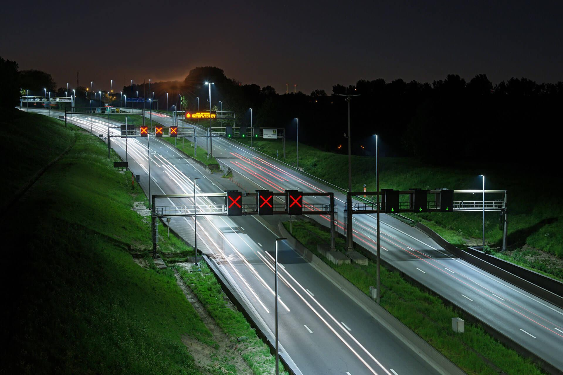 Teceo LED luminaires improve visibility significantly to reduce accidents on the E17 in Belgium