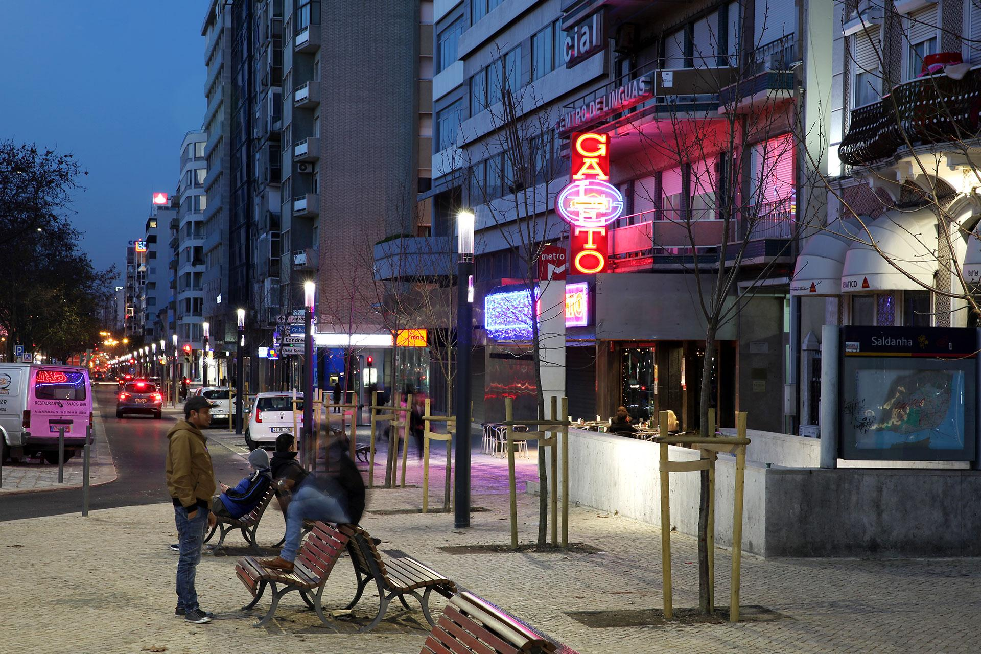 Shuffle columns light the pedestrian areas of Lisbon central axis, providing a relaxed vibe