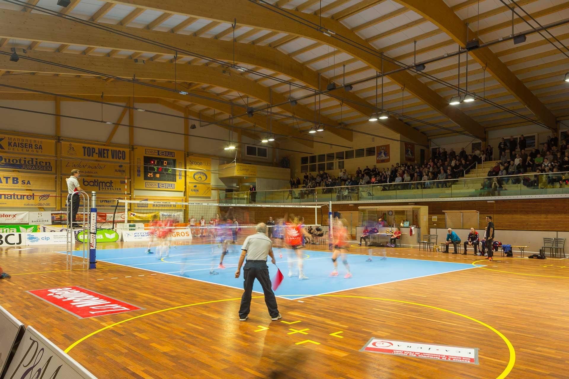OMNIstar delivers the necessary light quality and visual comfort for Rossemaison sports hall